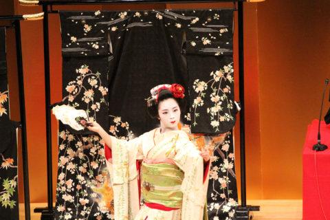 【朝日新聞】全国花街芸妓イベント第2回奈良まち花あかりの記事掲載